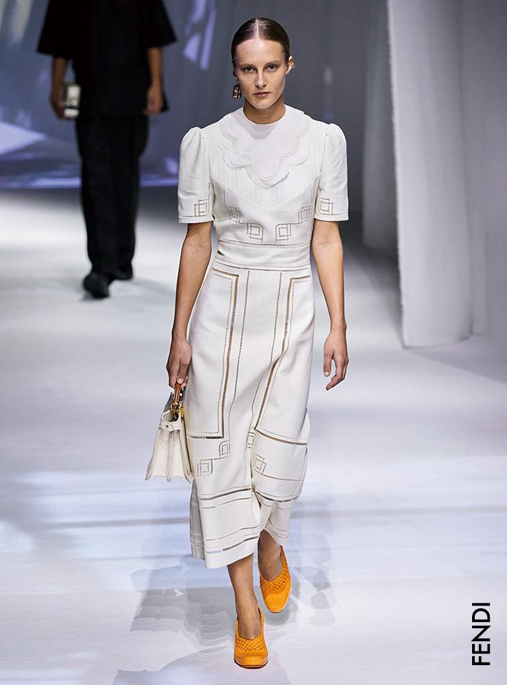 清新粉扑造型 从多彩的粉扑袖趋势到适合春季的平底鞋列表,一应俱全。